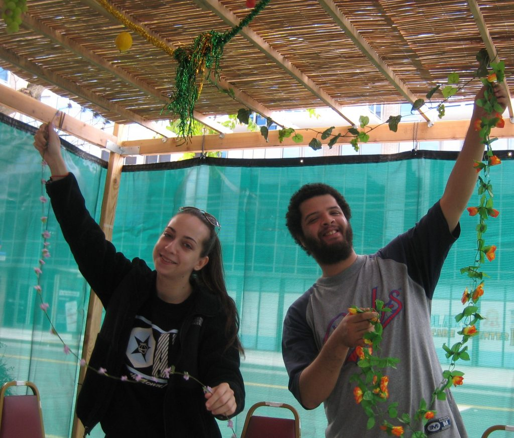 sukkah-decorating-2016-2
